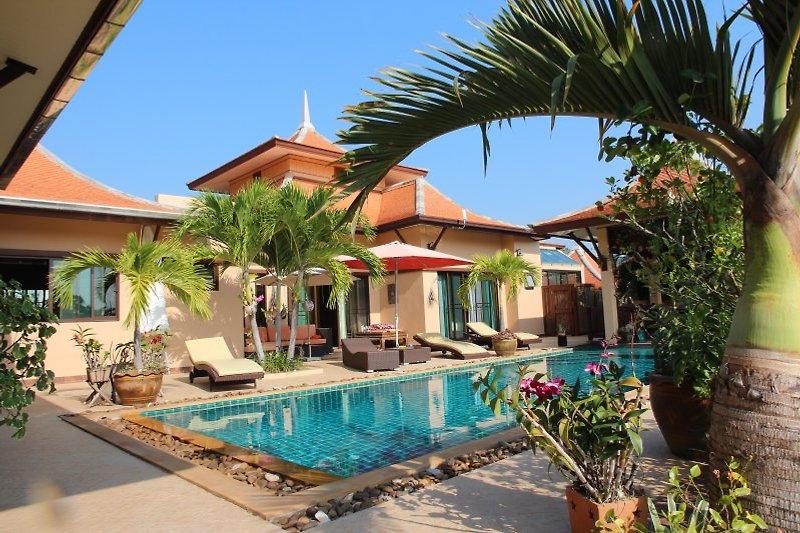 Pool mit Terrasse