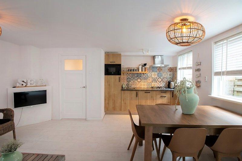 das Wohnzimmer und die Küche