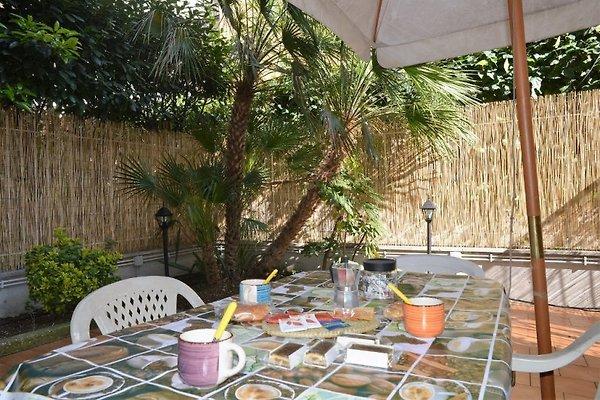 Garten wohnung vatikan umgebung ferienwohnung in rom mieten for Wohnung einrichten hilfe