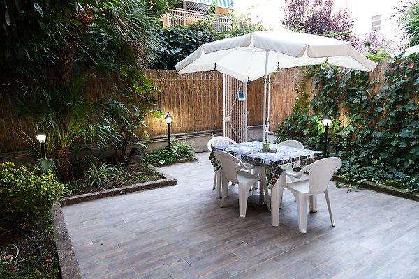 garten wohnung vatikan umgebung ferienwohnung in rom mieten. Black Bedroom Furniture Sets. Home Design Ideas