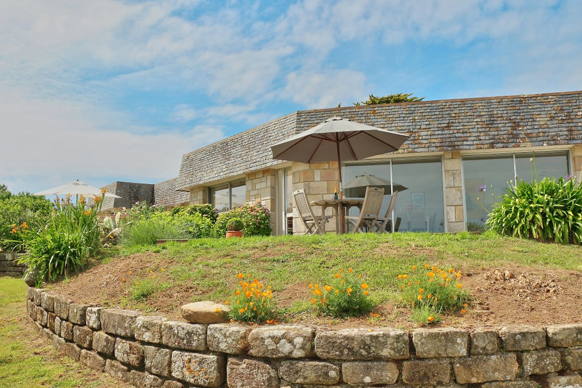 Villa charlotte ferienhaus in audierne mieten for Angelegter garten