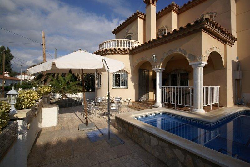 Terrasse & Eingang Felix