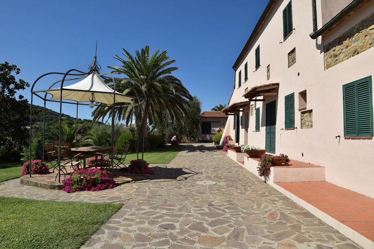 Residence della luna ie lidl f vakantiehuis in porto azzurro huren - Centrale eiland prijzen ...