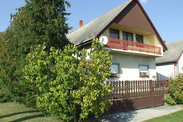 Holiday flat in Balatonfenyves - picture 1