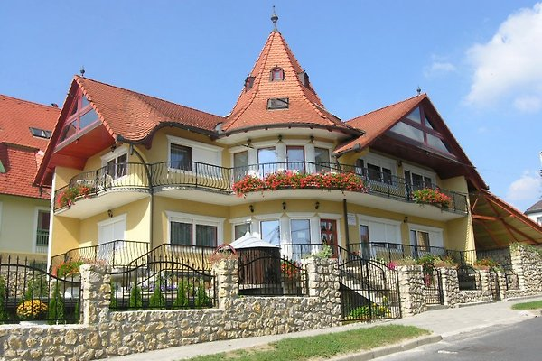 Holiday flat in Heviz - picture 1