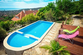 Villa Gold mit Swimmingpool 2