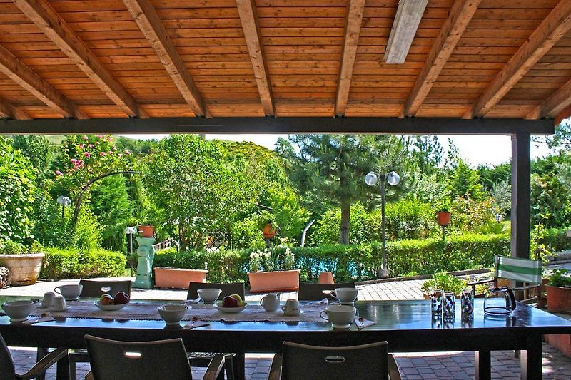 Casa la Serra - Porch to eat and relax during summer days