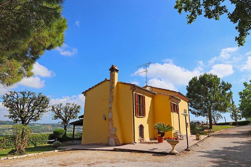 Villa Flora - Private villa at few km from the Adriatic coast