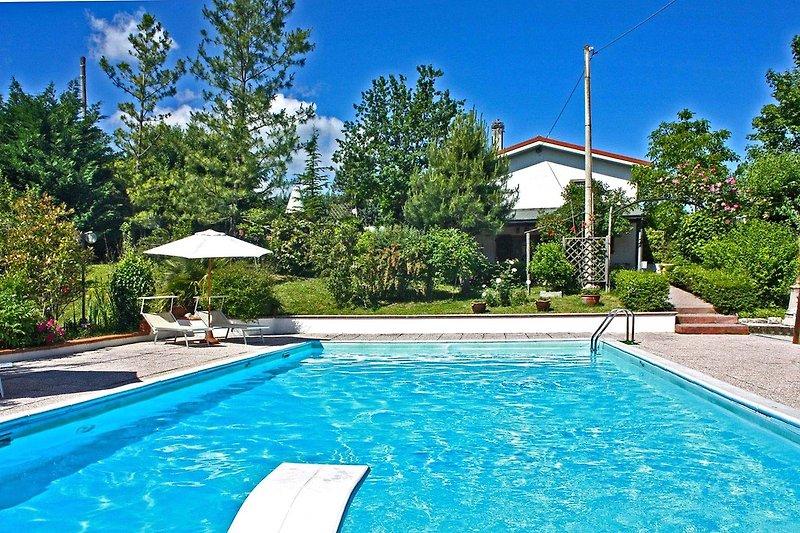 Casa la Serra- Private house with pool and wide garden