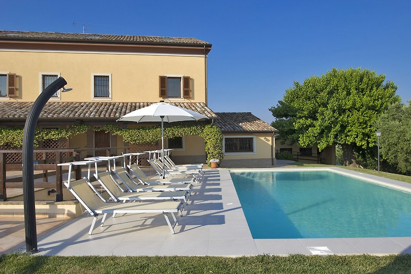 Villa Giorgia - Pool area with sun umbrella and loungers nearby the villa