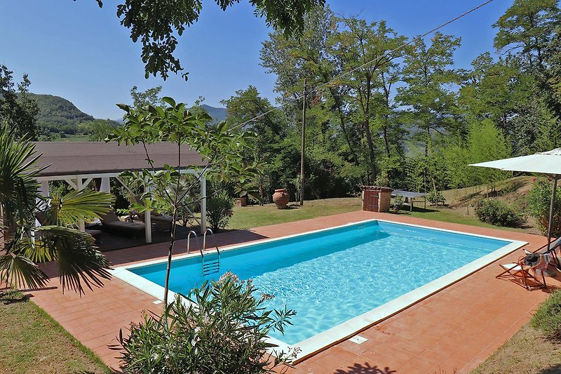 Villa Silente - Pool area with equipped Gazebo