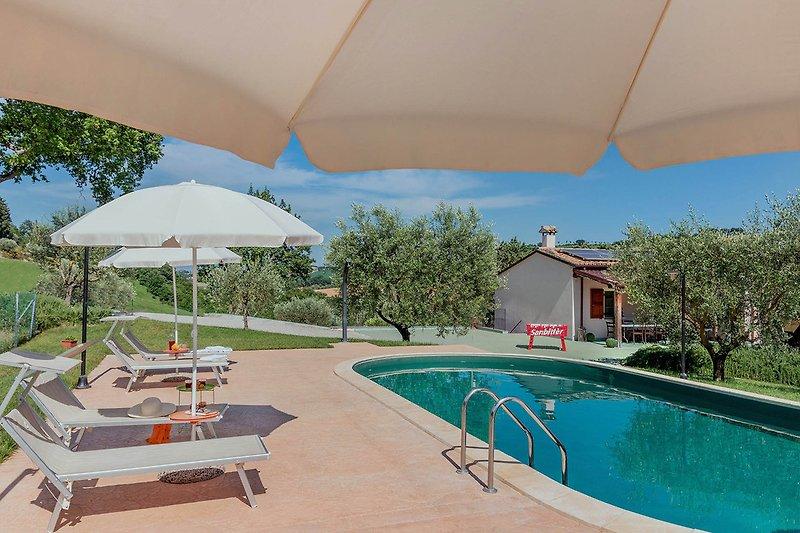 Villa Rosa -Fully fenced-in villa