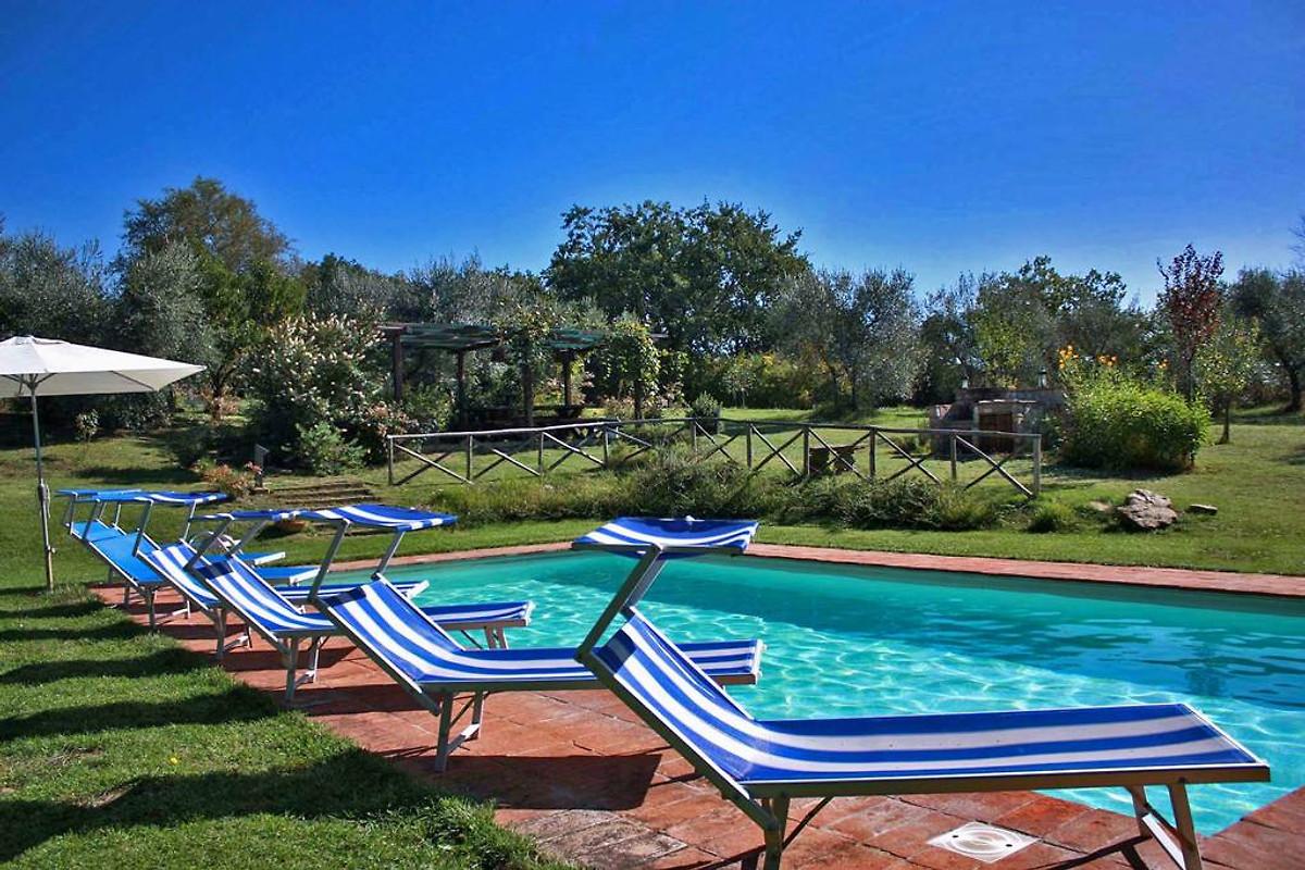 Villa erica holiday home in monte castello di vibio for Gartenpool 10x5