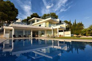 Moderne Villa mit atemberaubendem Panoramablick auf das Meer und in die Berge in 1A-Lage  Luxuriöser Neubau, 4 Schlafzimmer, 5 Bäder,  2 Küchen, Pool 10 x 5 m, Garten, Nichtraucher