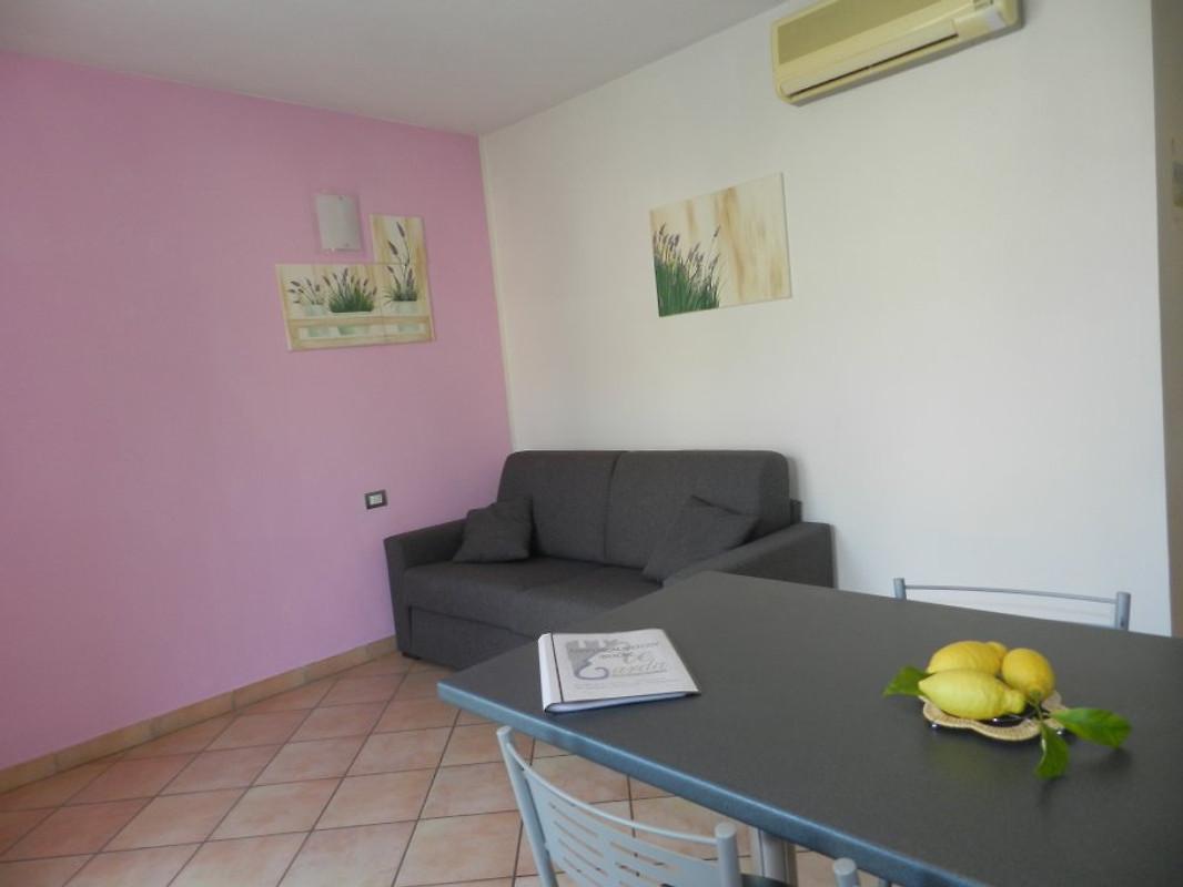 Residence allegra lazise vakantie appartement in lazise huren - Kitchenette met stoelen ...