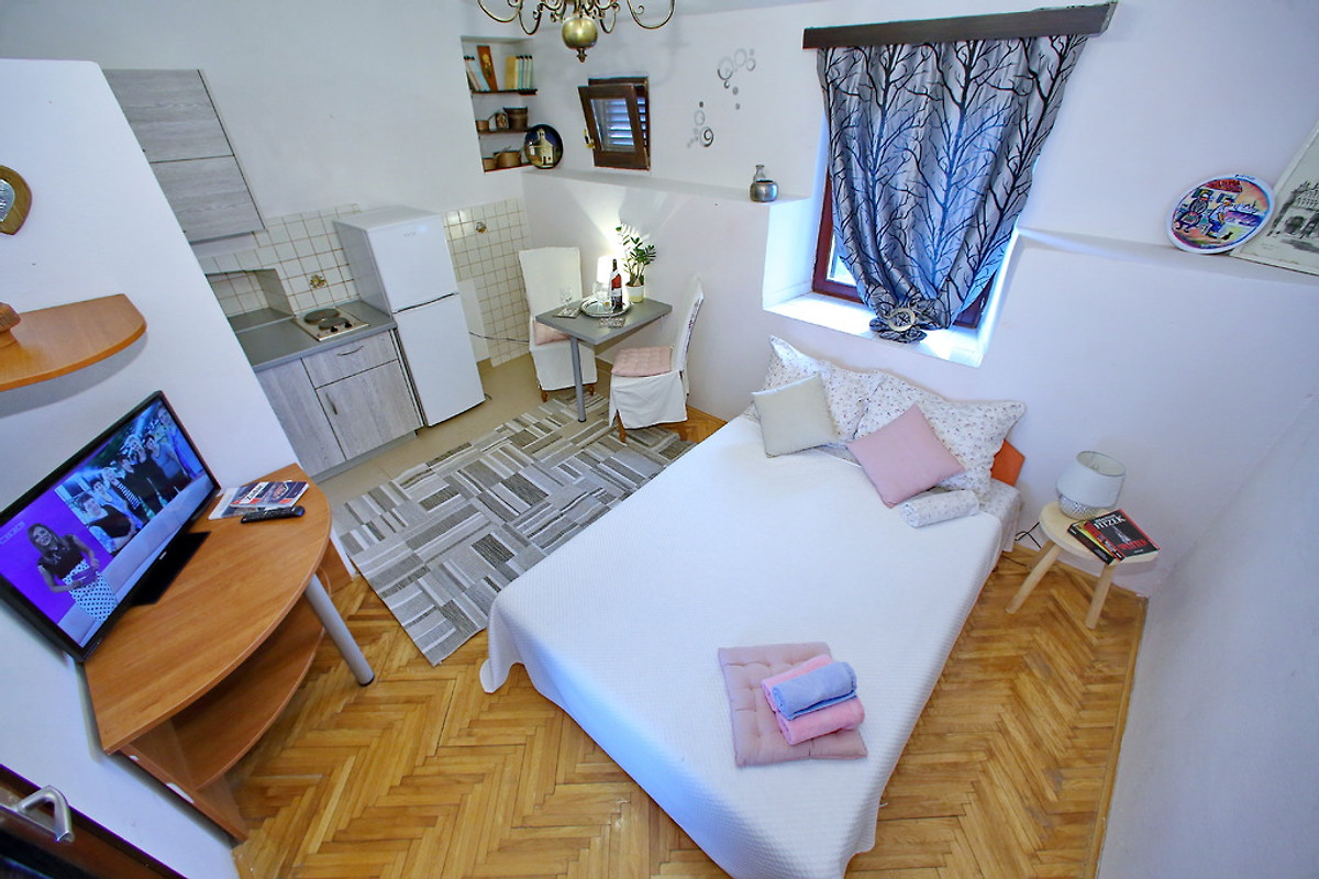 orange appartement bibinje louer. Black Bedroom Furniture Sets. Home Design Ideas