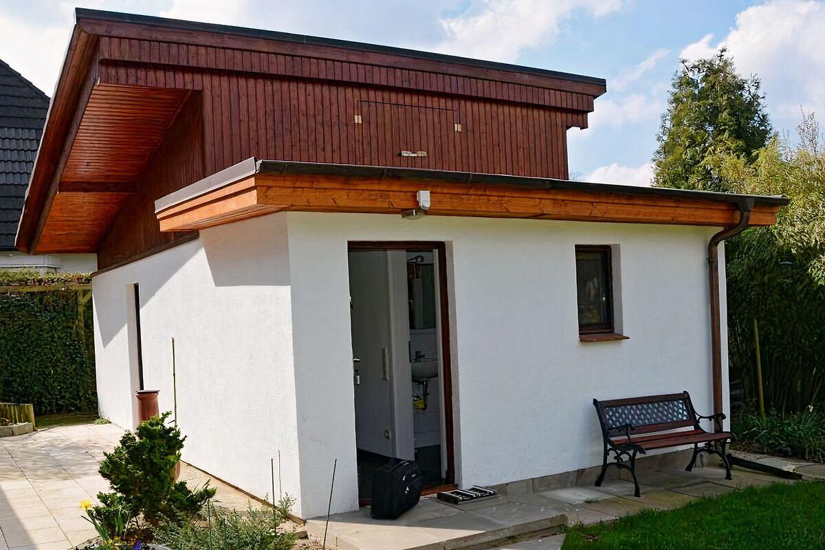 summer house in hamburg 39 s outskirts holiday home in hamburg wandsbek. Black Bedroom Furniture Sets. Home Design Ideas