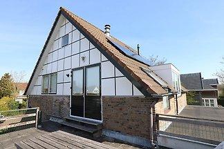 Dieses Ferienhaus am Stadtrand von Domburg ist mit allen Annehmlichkeiten ausgestattet und bietet ein Meer der Ruhe. Hier können Sie in Ruhe genießen!