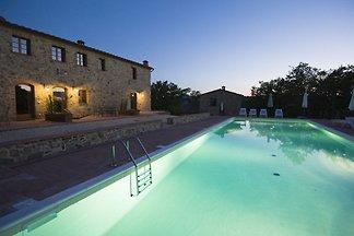 Schöne Anlage m. 10 Wohnungen+ Pool