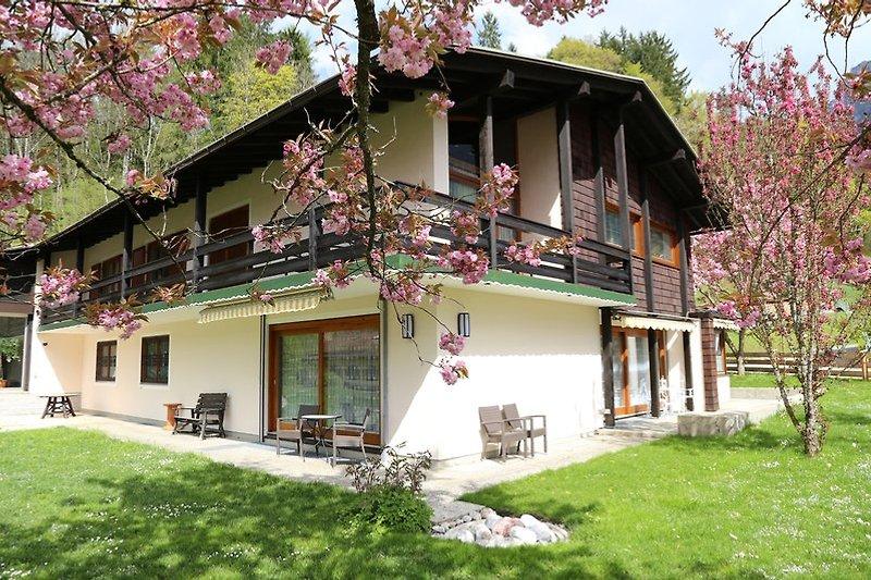 Landhaus Riehl, Fewo Königssee im Erdgeschoß mit Terrasse.