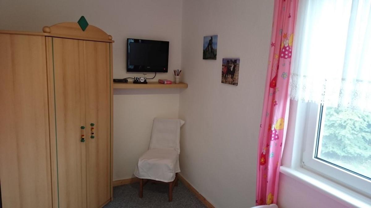 Ferienhaus am see mit bollerwagen ferienhaus in for Kinderzimmer 1 jahr