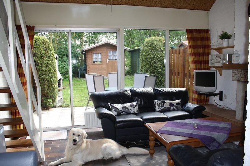 Wohnzimmer mit freiem in den Garten