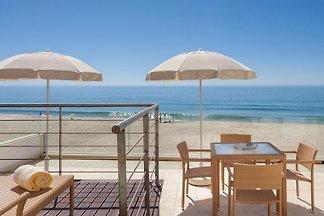 Direkt am Strand von Salema mit atemberaubendem Meerblick, luxuriöser Ausstattung und komfortabler Einrichtung. Exklusiv! Für anspruchsvolle Gäste.