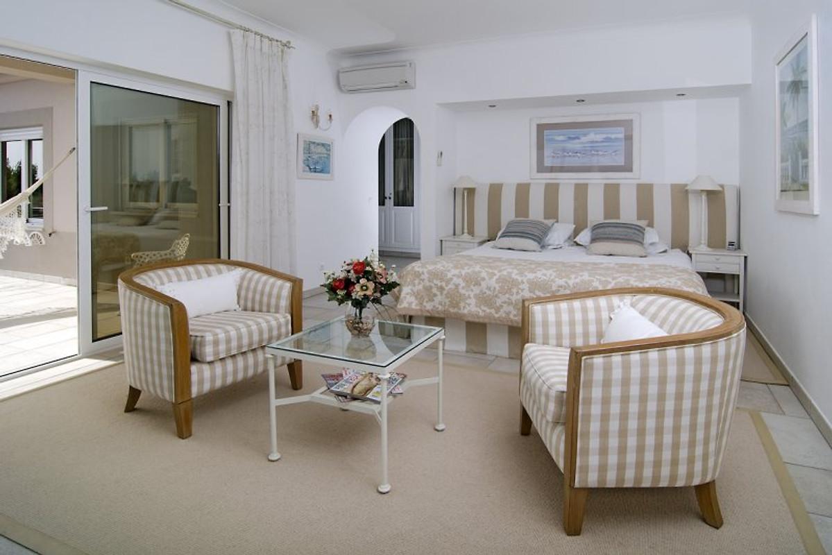 Villa nas fal sias vakantiehuis in salema huren - Kleedkamer suite badkamer kleedkamer ...