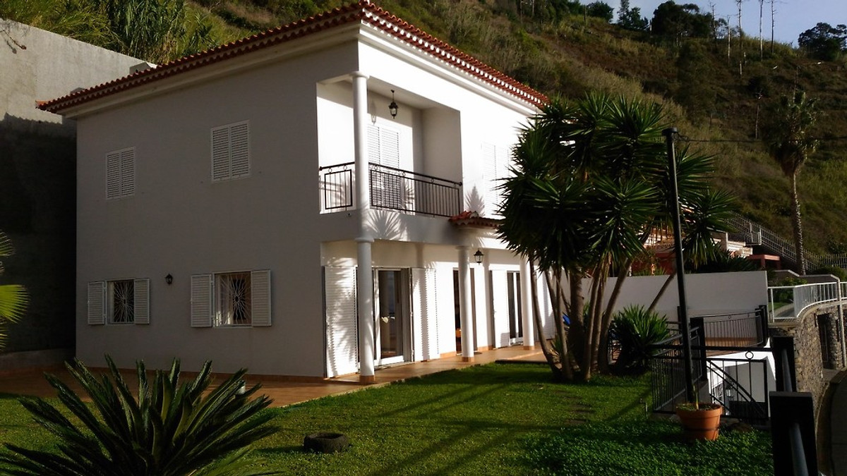 cottage musica ferienhaus in calheta mieten. Black Bedroom Furniture Sets. Home Design Ideas
