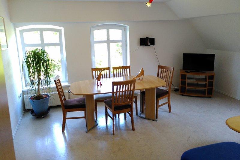 W2-Wohnzimmer mit Ausblick