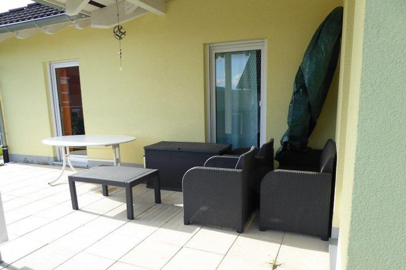 Ratan Sitzgruppe und Tisch