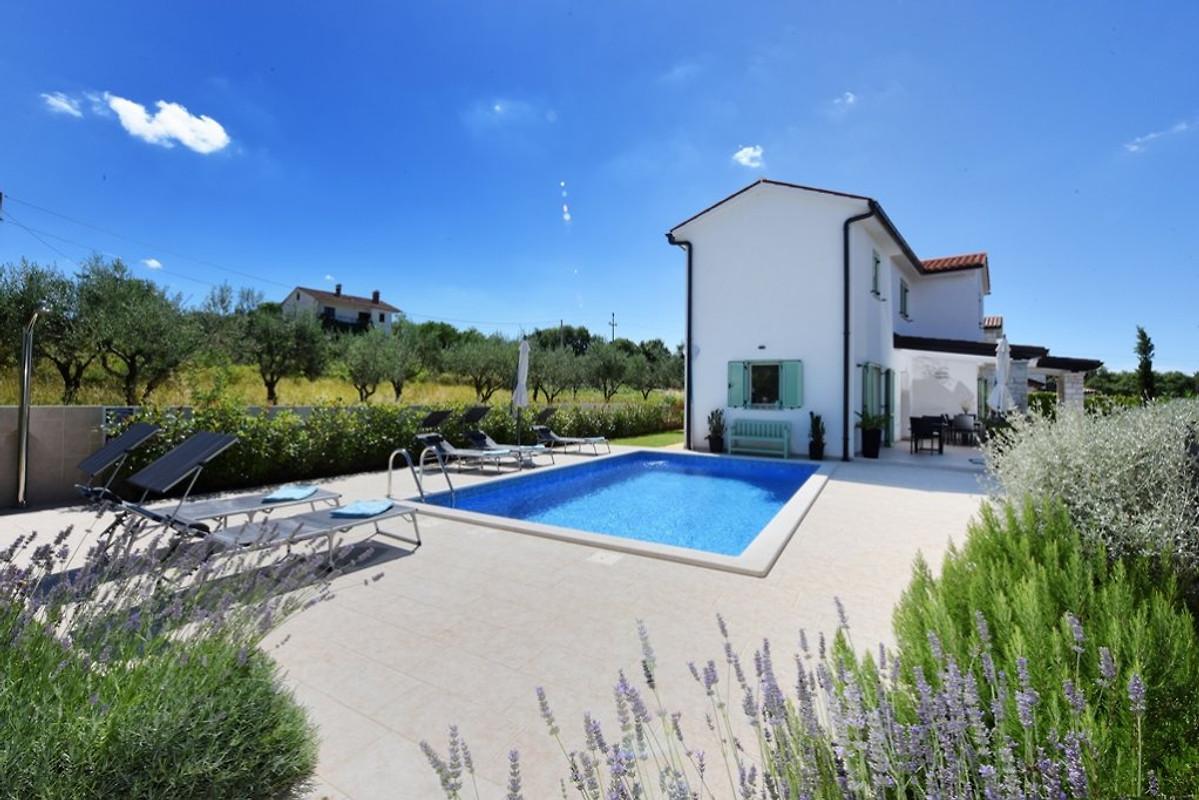 Villa barbara avec piscine chauff e maison de vacances for Prix piscine waterair barbara