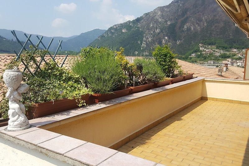 Terrasse, die zum Sonnenbaden einlädt