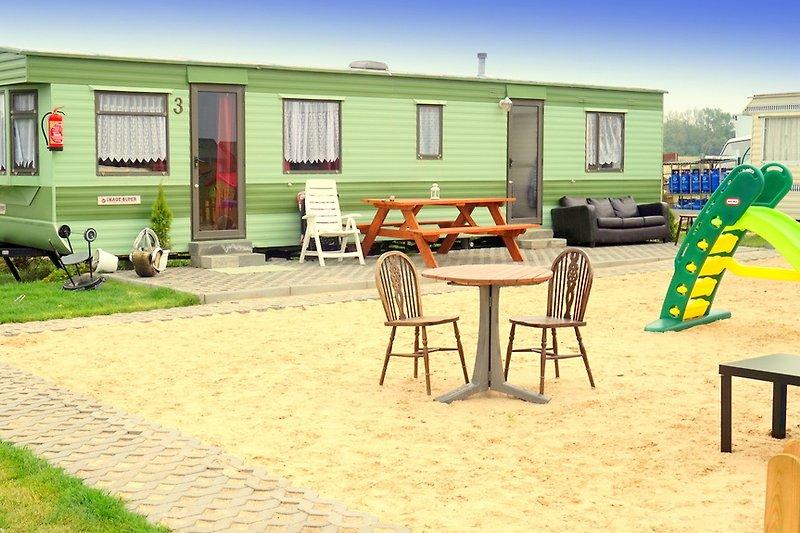 Niederländische Sommerhäuser, 2 Schlafzimmer, bis zu 6 Personen. Strand 900m.