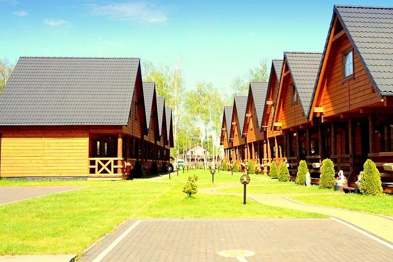 Ferienhaus RAJ-STAR-BOBOLIN, bis zu 8 Personen, 2 Schlafzimmer, 3 Schlafsofas im Wohnzimmer. Küche, Parkplatz.