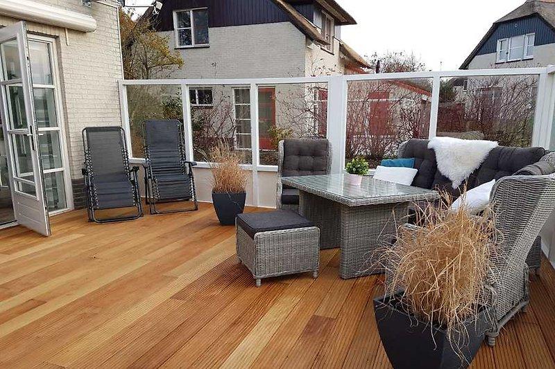 wunderschöne eingezäunte Terrasse zum wohlfühlen