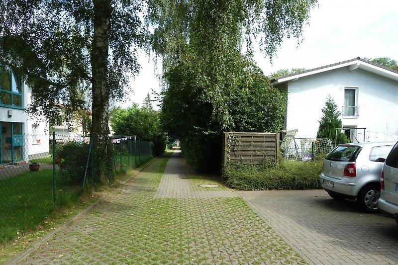 private Zufahrt und Parkplatz