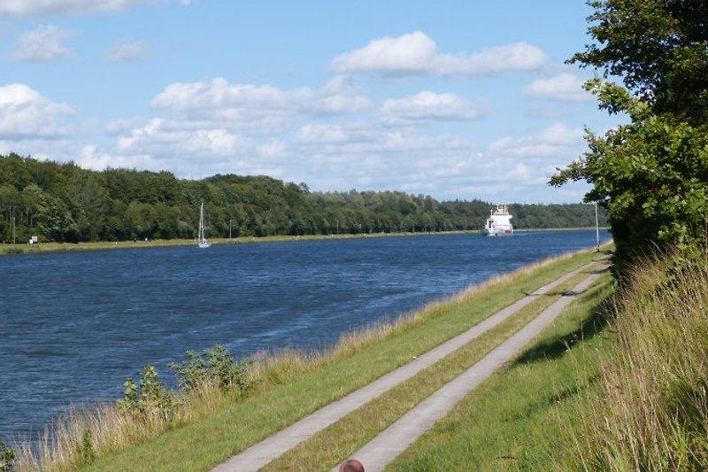 Weg am Nord-Ostsee-Kanal