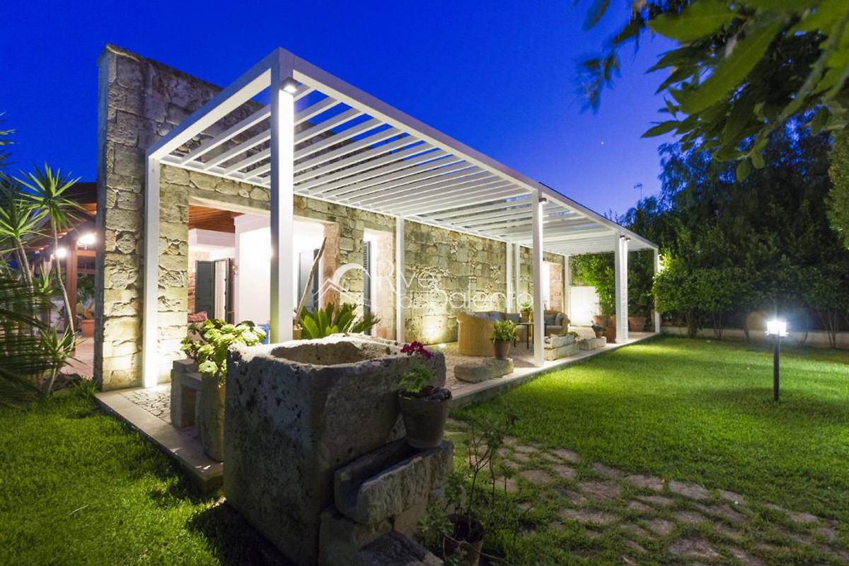 villa malib ferienhaus in torre dell orso mieten. Black Bedroom Furniture Sets. Home Design Ideas