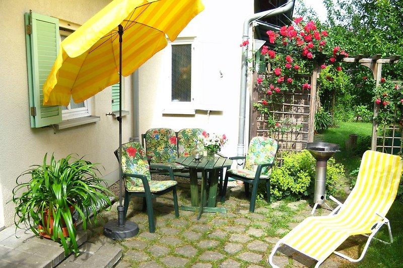 Terrasse der Ferienwohnung - wie wär's mit Frühstück in der Morgensonne?
