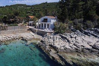 HR15 Villa Rustica in Basina