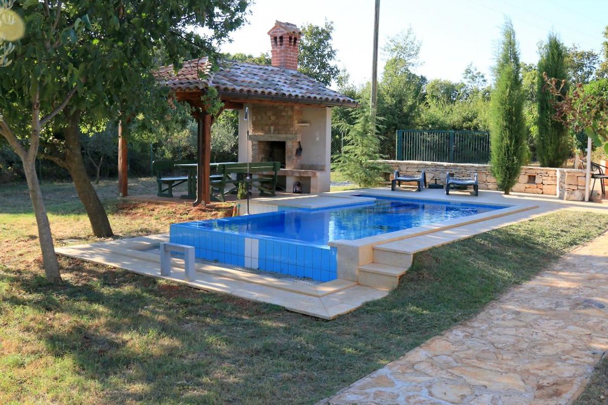 Haus pluton in valtura ferienhaus in pula mieten for Pool auf raten bestellen