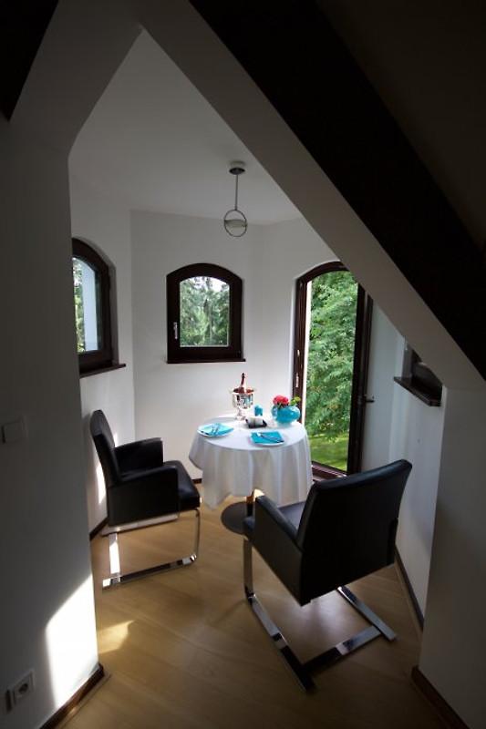 loft mit turmzimmer in parkvilla ferienhaus in neuss mieten. Black Bedroom Furniture Sets. Home Design Ideas