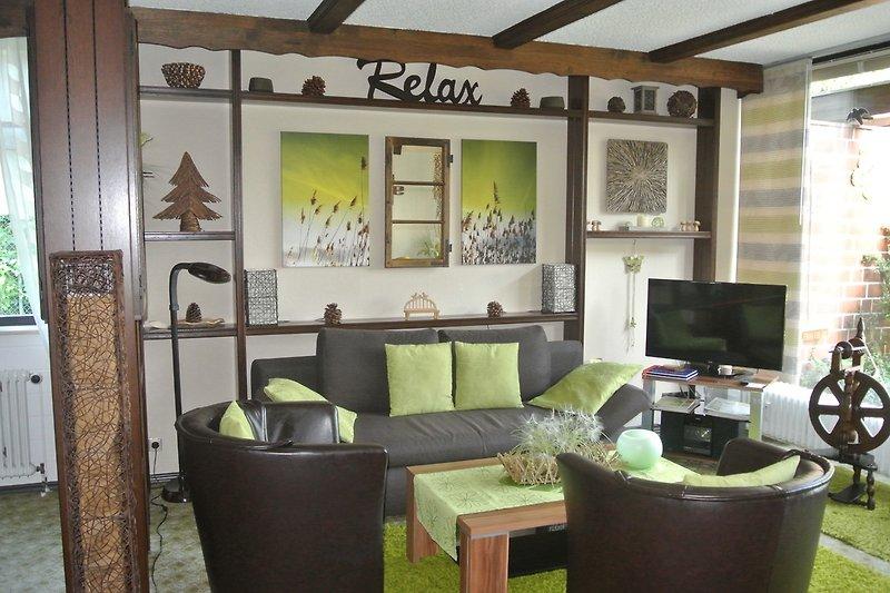 Wohnzimmer mit LCD-Fernseher