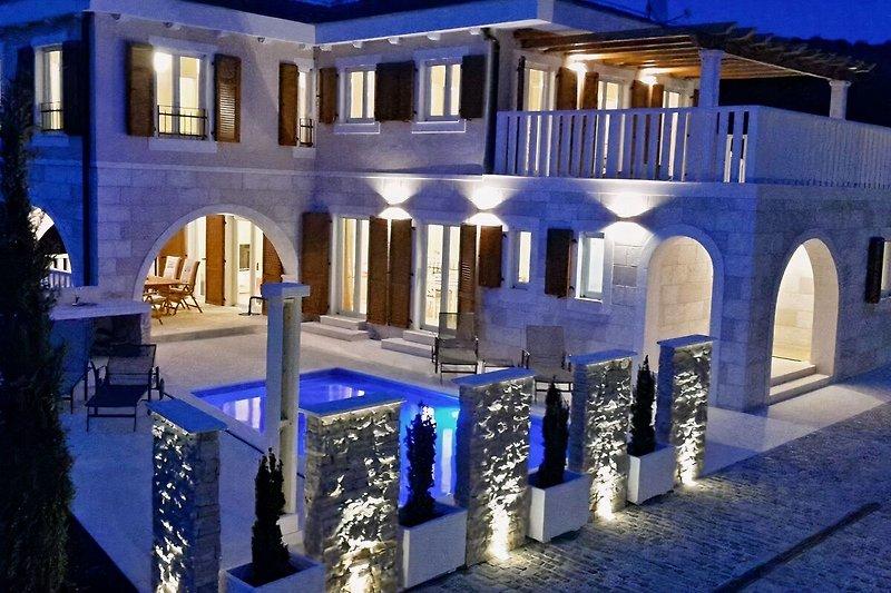Villa Elena am Abend