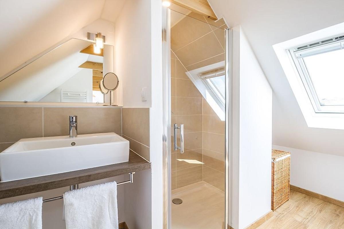 Lenn ar barrez mit meerblick ferienhaus in santec mieten for Dusche dachgeschoss