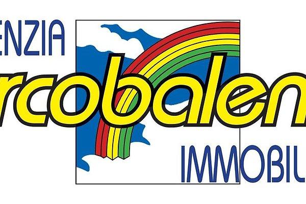"<span style=""font-size:smaller;"">Firma Immobiliare Arcobaleno</span><br> Frau Cecinini"
