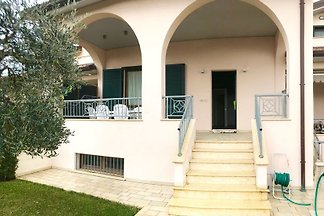 Villa independiente con jardín