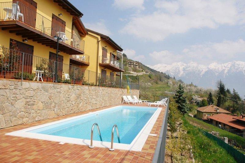 Residence Mirena Pool