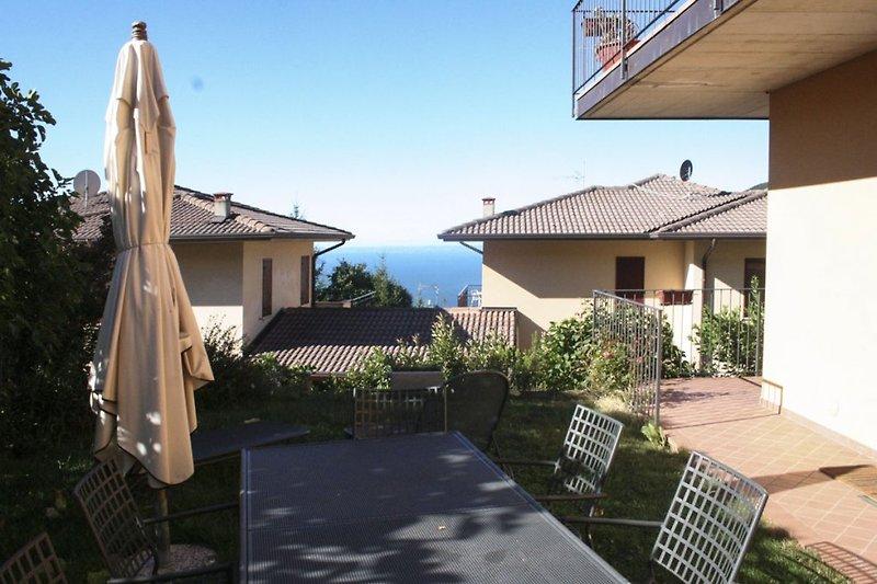 Garten mit See-/Panoramablick